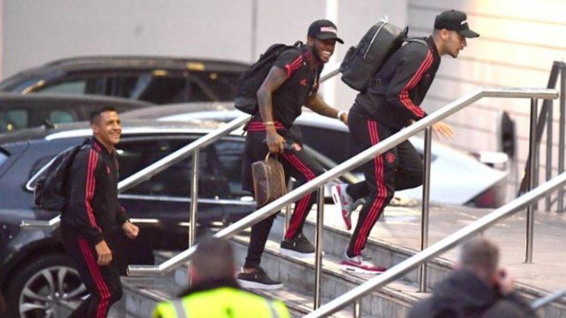 Λίγο έλειψε να... τραυματιστεί στα σκαλιά του ξενοδοχείου της Γιουνάιτεντ ο Περέιρα! (pics)