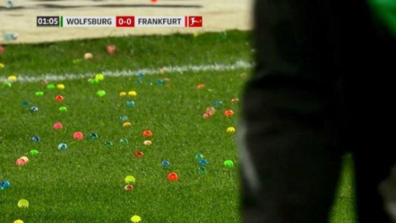 Οπαδοί πέταξαν πασχαλινά αυγά στο Βόλφσμπουργκ - Αϊντραχτ! (vid)