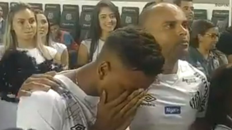 Έβαλε τα κλάματα ο Ροντρίγκο πριν φύγει για τη Ρεάλ (vid)