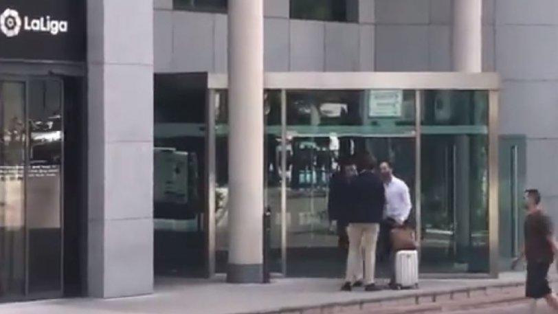 Στα γραφεία της ισπανικής Λίγκας ο δικηγόρος του Γκριεζμάν για να πληρώσει τη ρήτρα (vid)