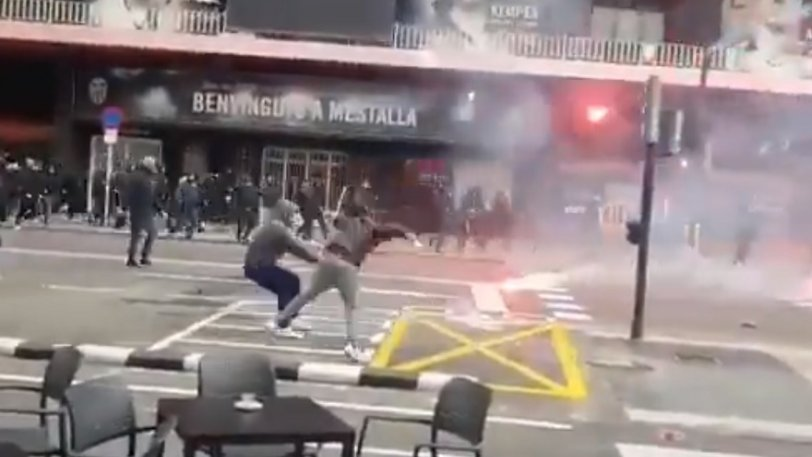 Βαλένθια - Μπαρτσελόνα: Άγρια επεισόδια οπαδών στους δρόμους! (vid)